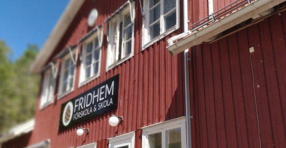 Bild på Fridhemsskolans fasad